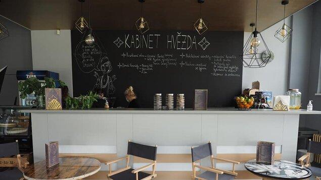 Naši kavárničku Kabinet Hvězda máme otevřenou už od 9 hodin ráno