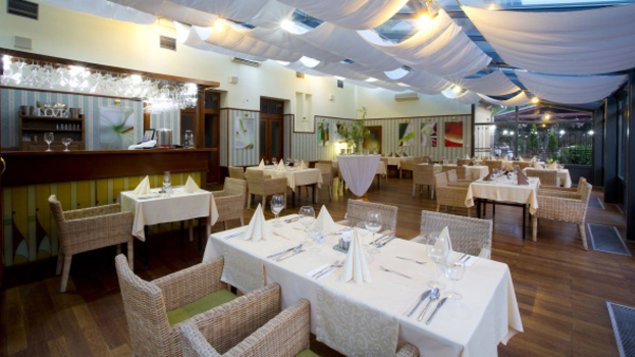Golden Café a vináreň La Lavende - Hotel Golden Eagle