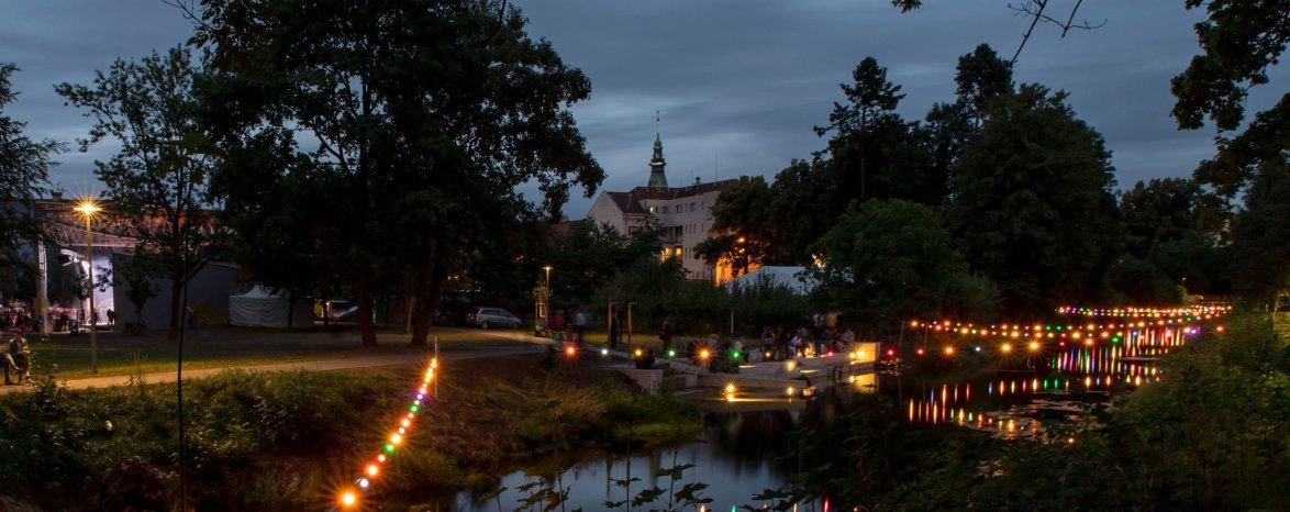 Světýlka nad řekou Metují